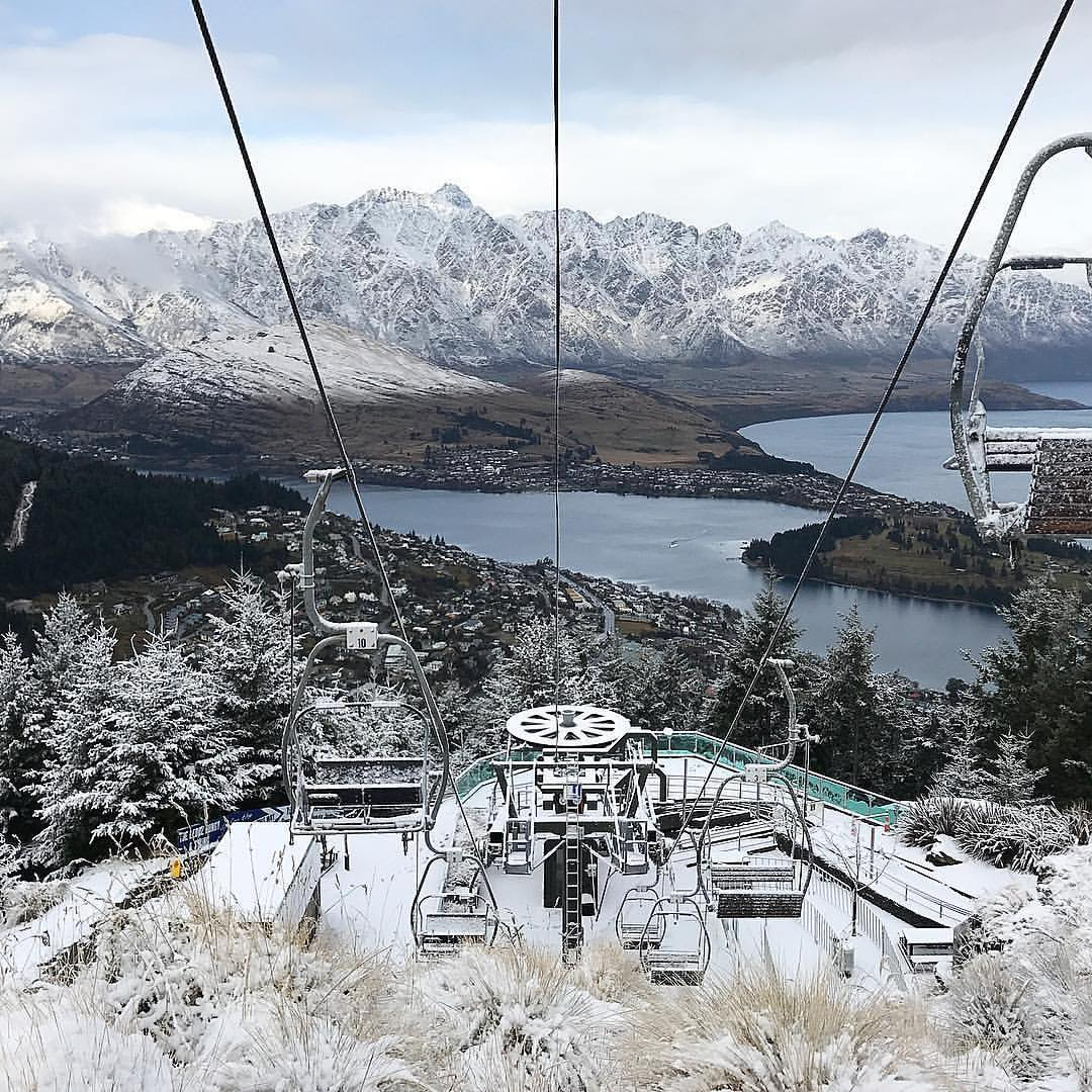 Snow blanketing Queenstown  Photo:  @theaustraliantourist