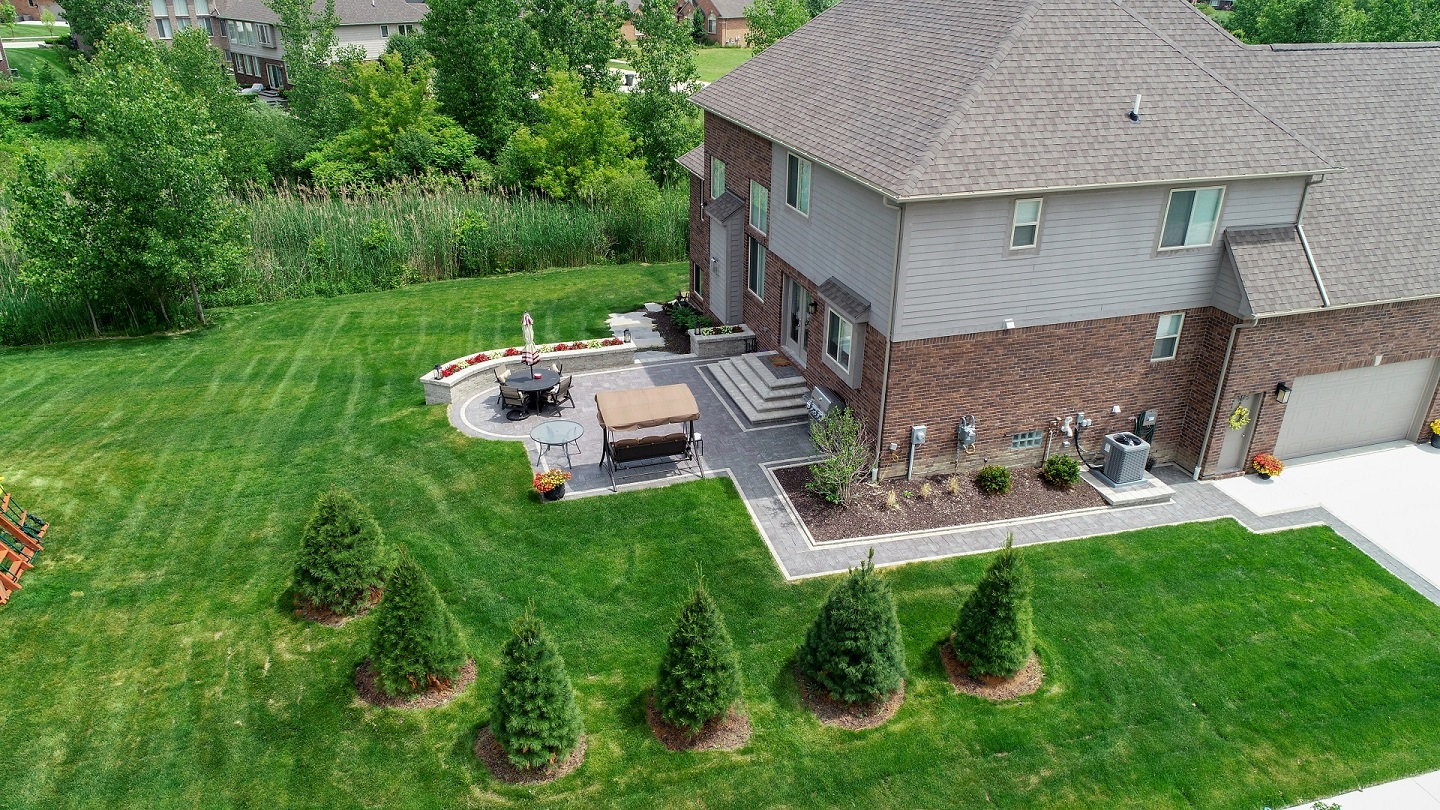 Lawn services by landscaping companies in Troy, MI