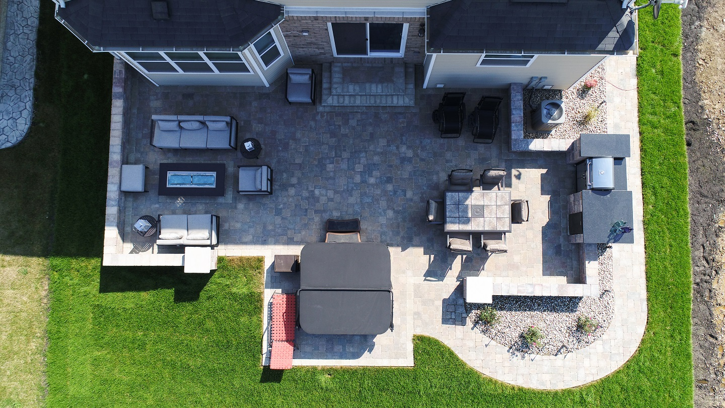 Landscape design in Macomb Township, MI with patio pavers