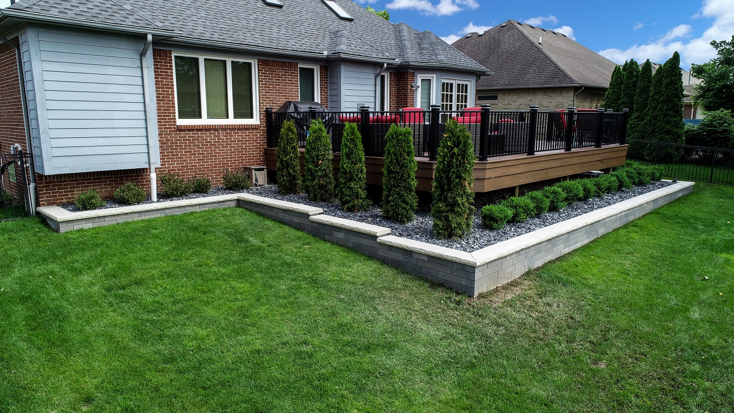 Landscape design with reatining wall in Oakland Twp, MI