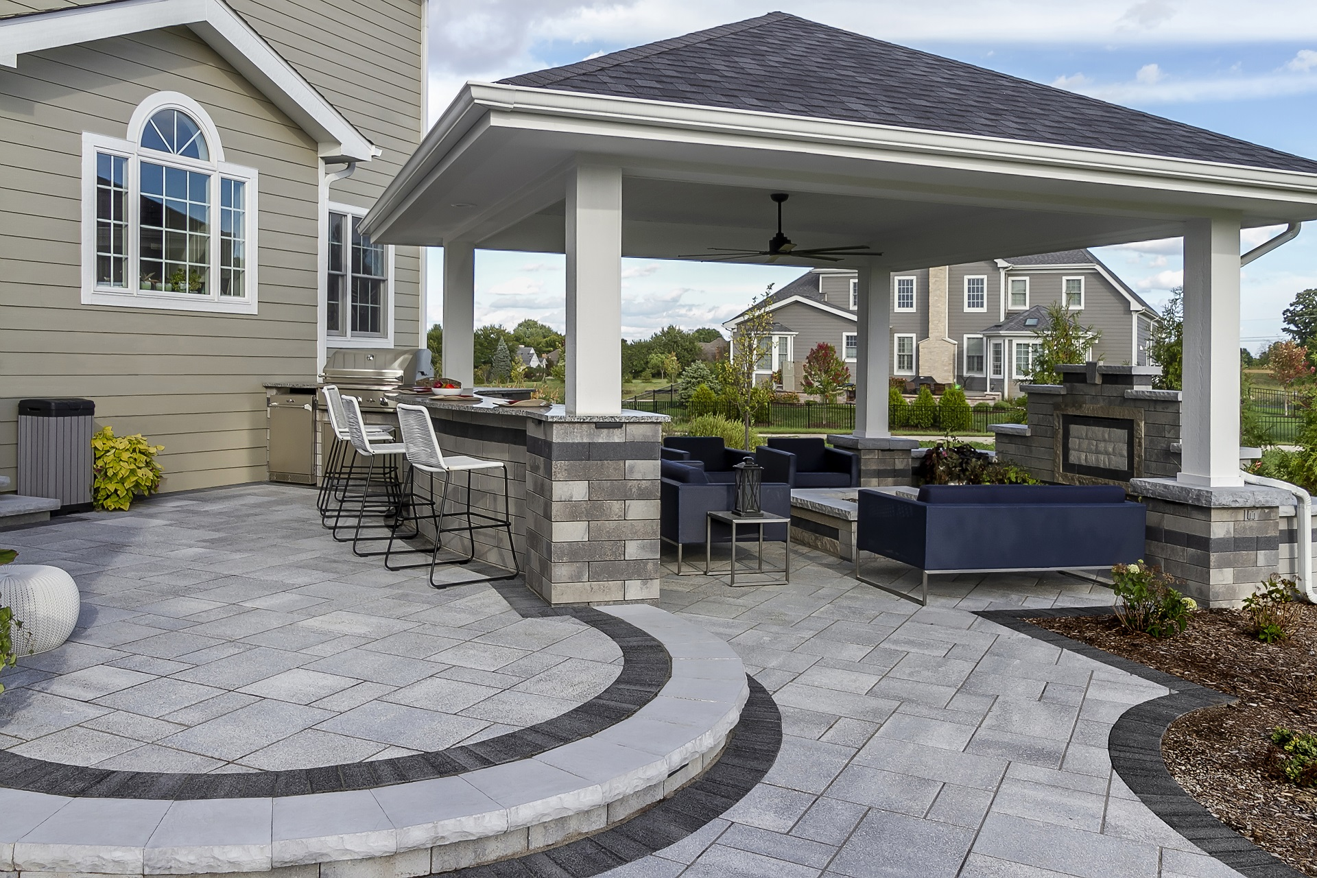 Outdoor kitchen in Rochester Hills, MI with top brick pavers