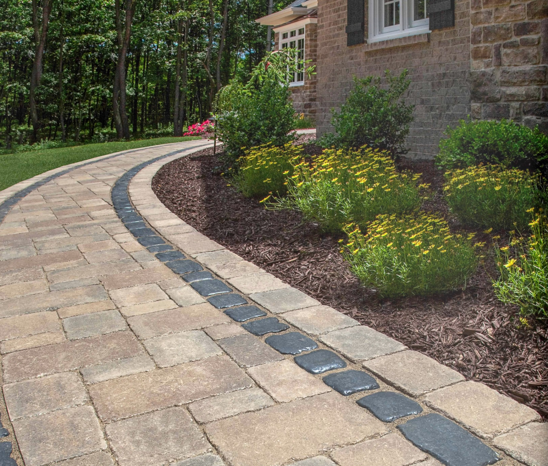 Landcsape design wtih top patio pavers in Troy, MI