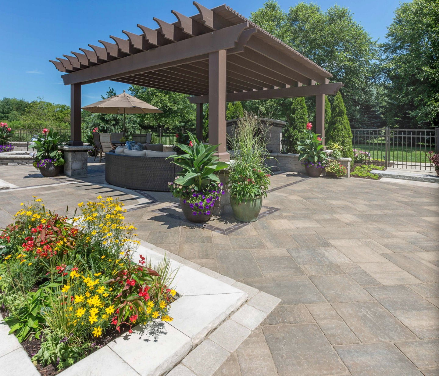 Patio pavers and pergola in Rochester Hills, MI