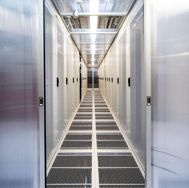 Swipe 👉 Recently AREA3 completed a data centre delivery for one of our clients. 📱💻💿 It was a great experience for us and has only spurred us on to deliver more amazing, glittering technology centres in the future!