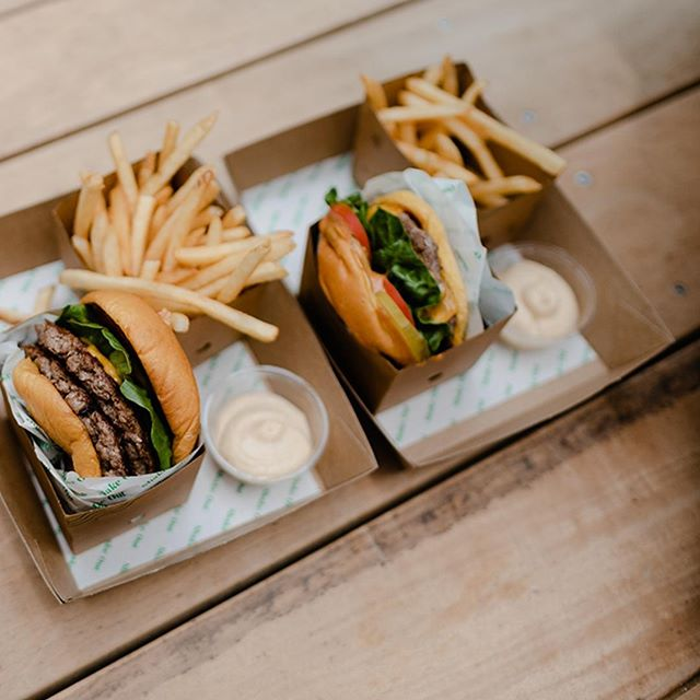 ⚡️Buy one, get one free ⚡️ ~ today only for international burger day - enter FE3D42 at kiosk. 🍔 🤼♀️ 🍔 #shakeoutnz #seeingdouble 🕵🏽♀️ Ts & Cs on website.