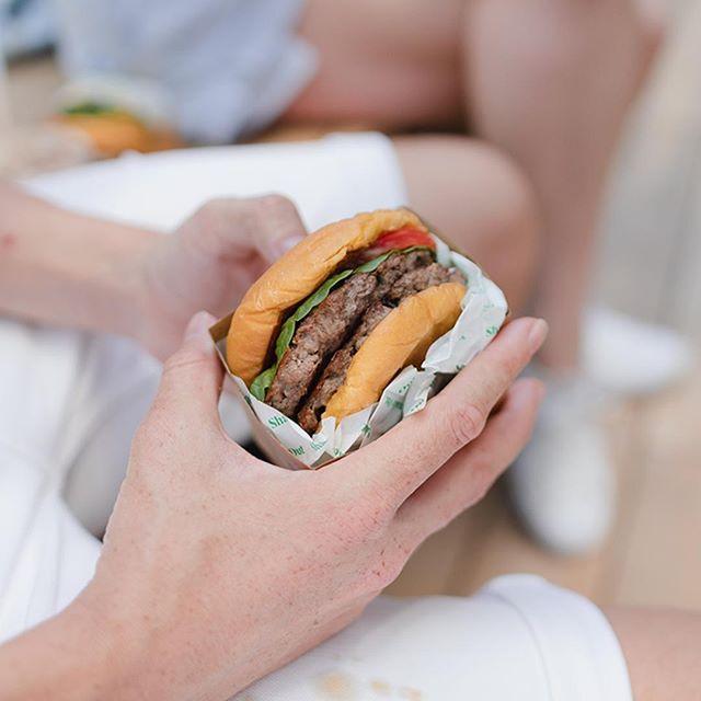 Burger, on the double ✌️ #doublecheeseburger #ingoodhands #burgerlove