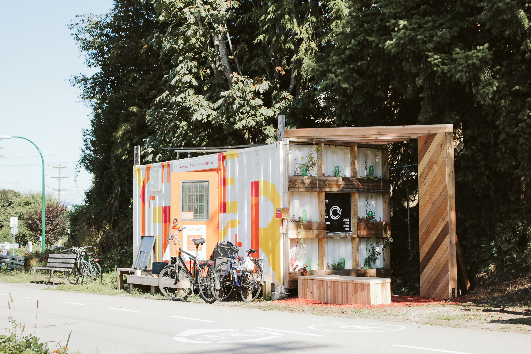 Neighbour Hub 002  sits alongside the Thingery in Kitsilano, Vancouver to activate this existing community resource.