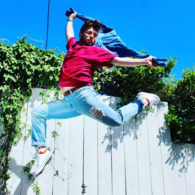 Now that's looking fly! Thanks Rikki for that amazing shot! @vibinthevalley #flystyle#floating#epamade#headtotwofresh#joysparked#aintnostoppingusnow#getfree#denim#rubyred