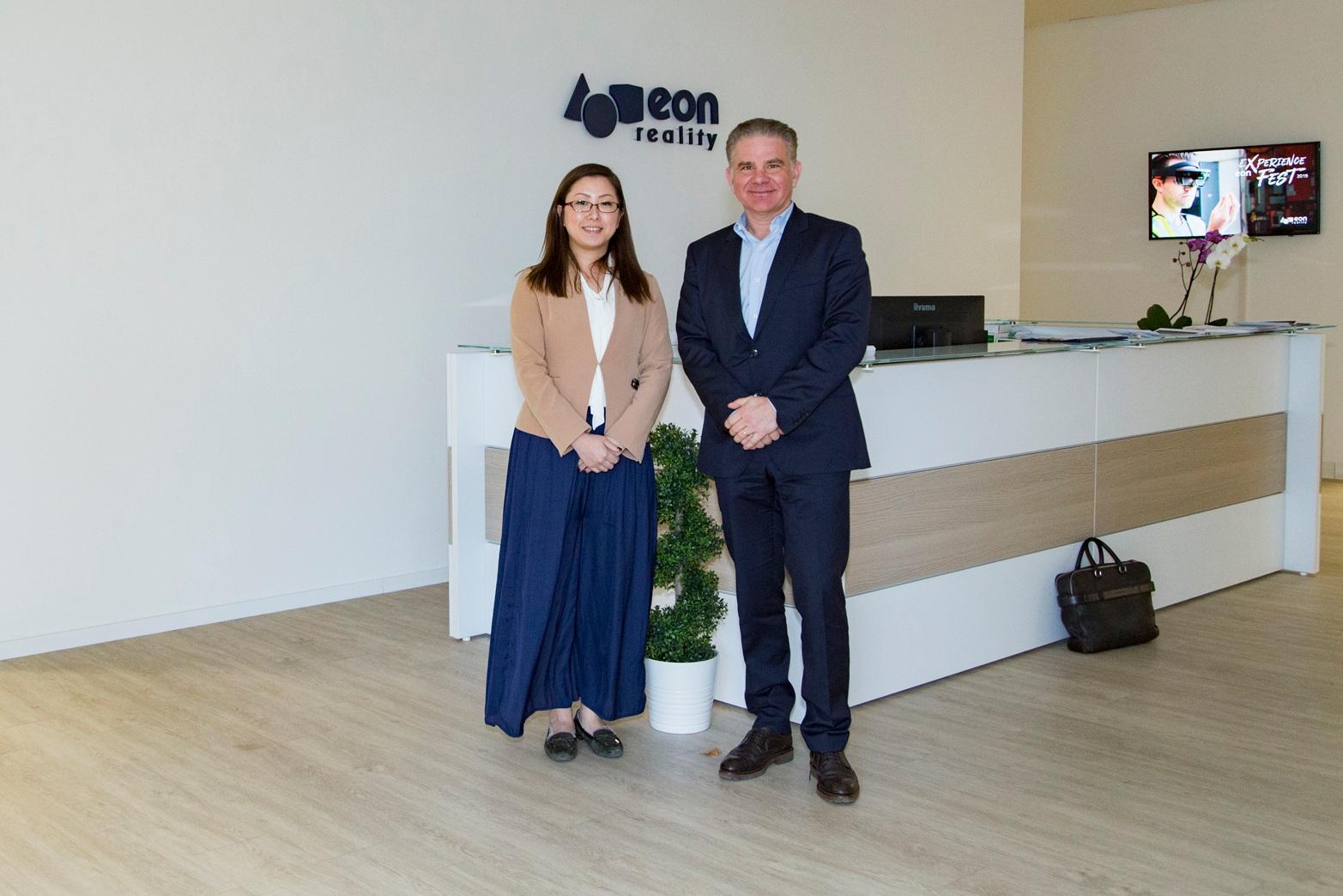 EON Realityの創始者Dan LejerskarさんとAVRJapanの立石万弓さん。EON Reality founder Dan Lejerskar and AVRJapan's Mayumi Tateishi.