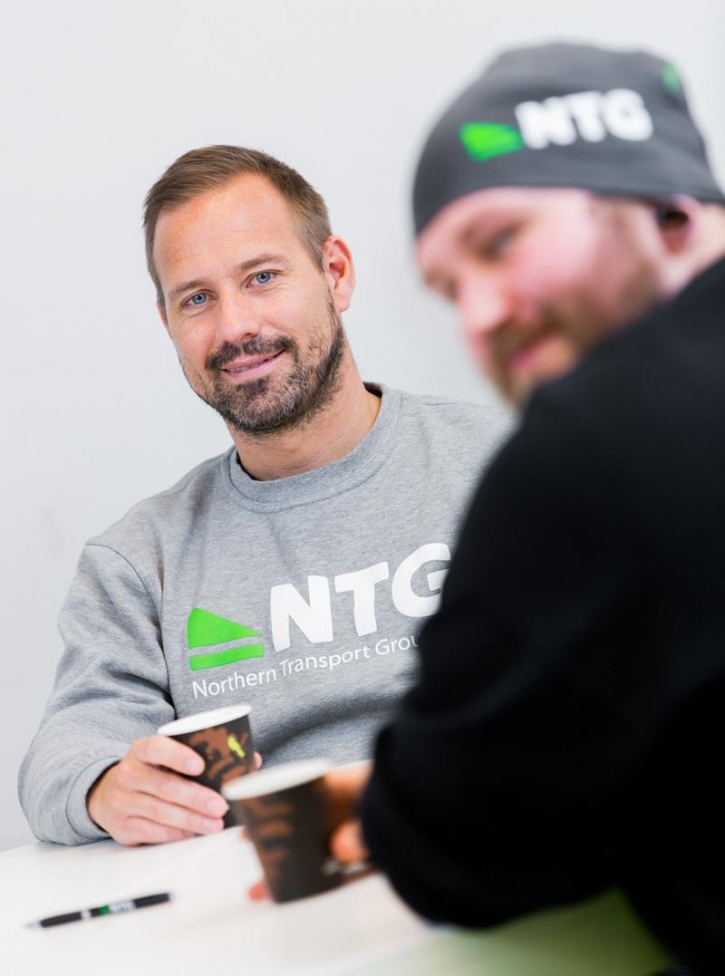 Team NTG - Vi värnar om våra partners, och vi tar hand om människan bakom. Vi ordnar jobb, planerar projekt, och fungerar som ett kvalitetsstöd till våra chaufförer och partners. Vi kan även hjälpa till med bokföring och administration, när det behövs.Jobba med oss