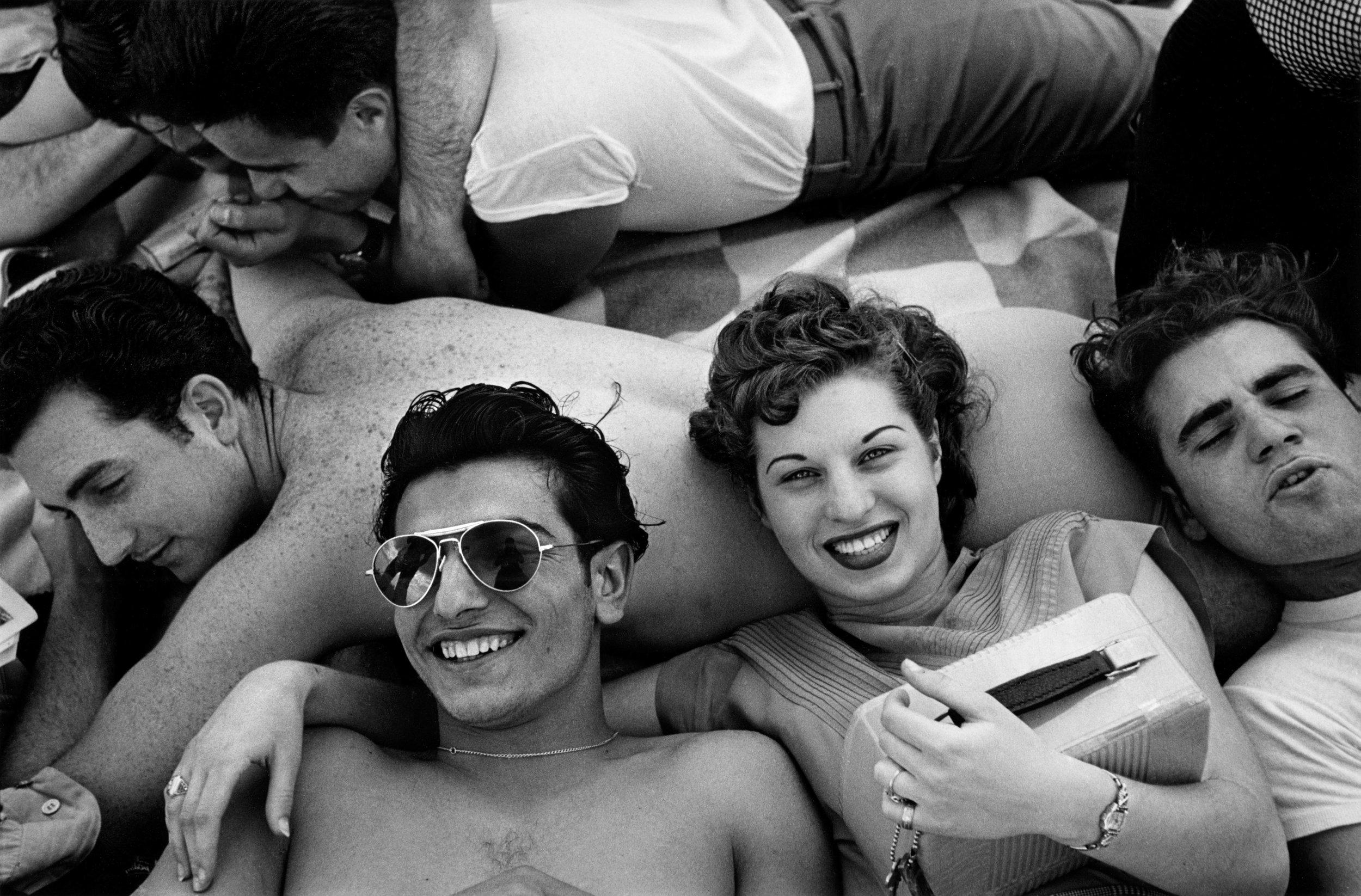 CI-023_Coney_Island_Teenagers_1949.jpg