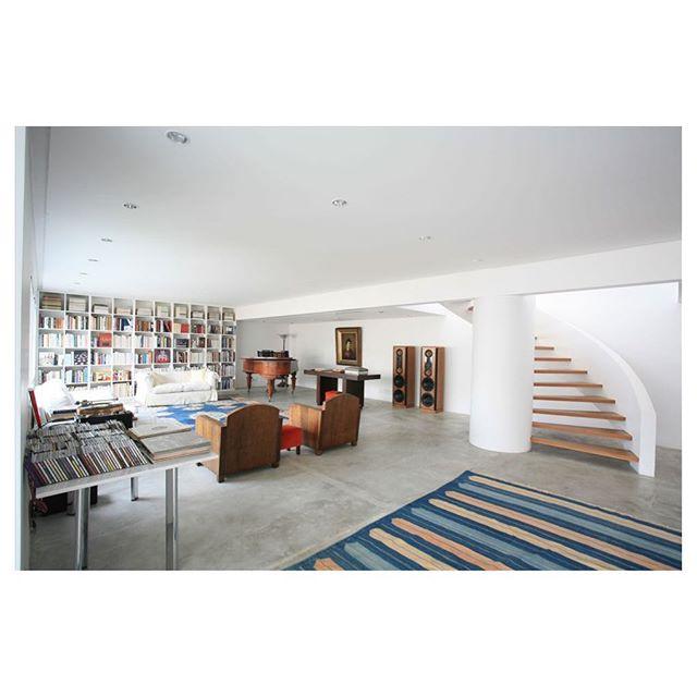 Apartamento Haddock Lobo | Projeto de interiores e gerenciamento de obra. Foto: Tuca Reinés #escadas #tapeçaria