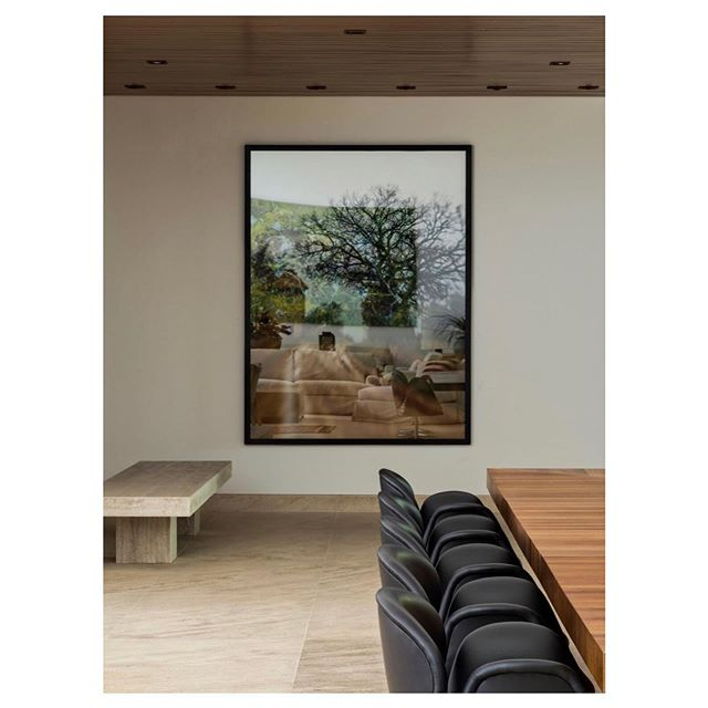 Detalhe da sala de jantar com trabalho de @romulofialdini na casa de Itu. Foto: Alain Brugier