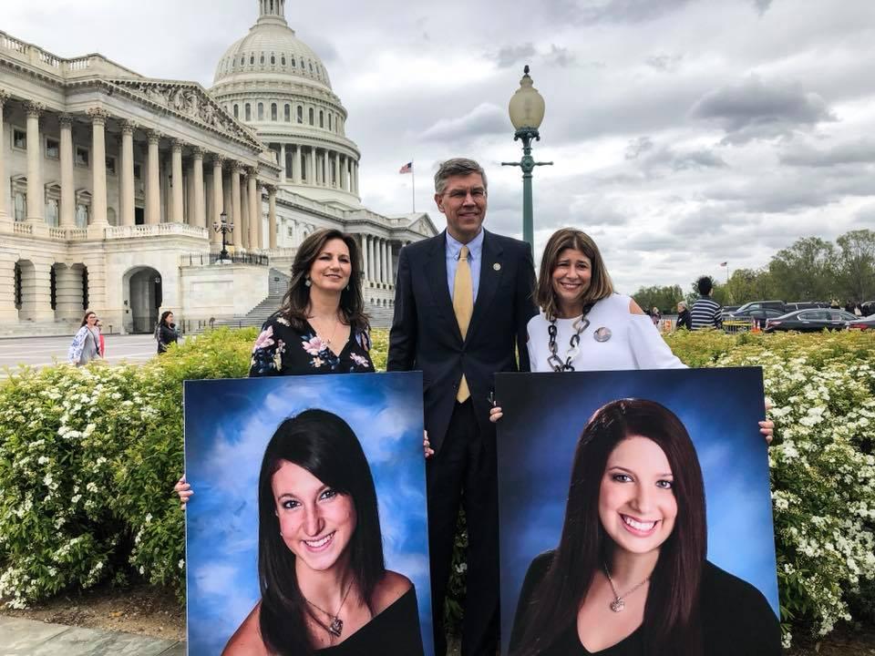 Patti Wukovits and Alicia Stillman with Minnesota Congressman Erik Paulsen on Meningitis B Awareness Day (April 24, 2018)