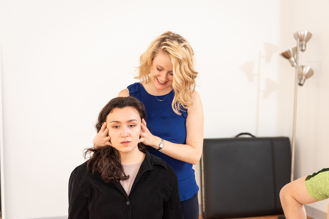 Dana Calvey, experienced Alexander Technique teacher in NYC, helps an actor free their neck with gentle hands on guidance while they work on a monologue.