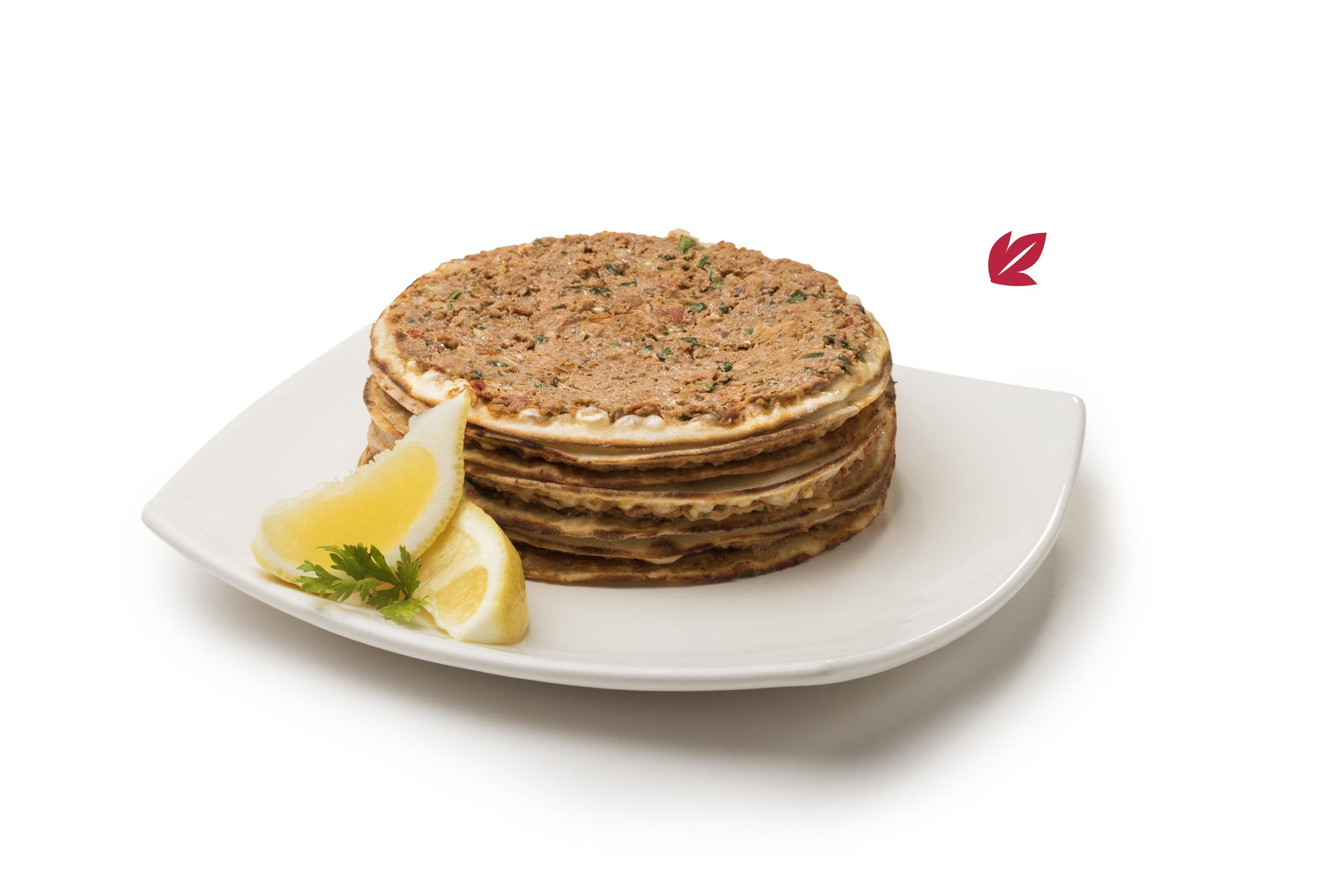 Lehmeyun - Fina y original pizzeta árabe de carne con verduras condimentadas.Opción: con ensalada o con mozzarella$75