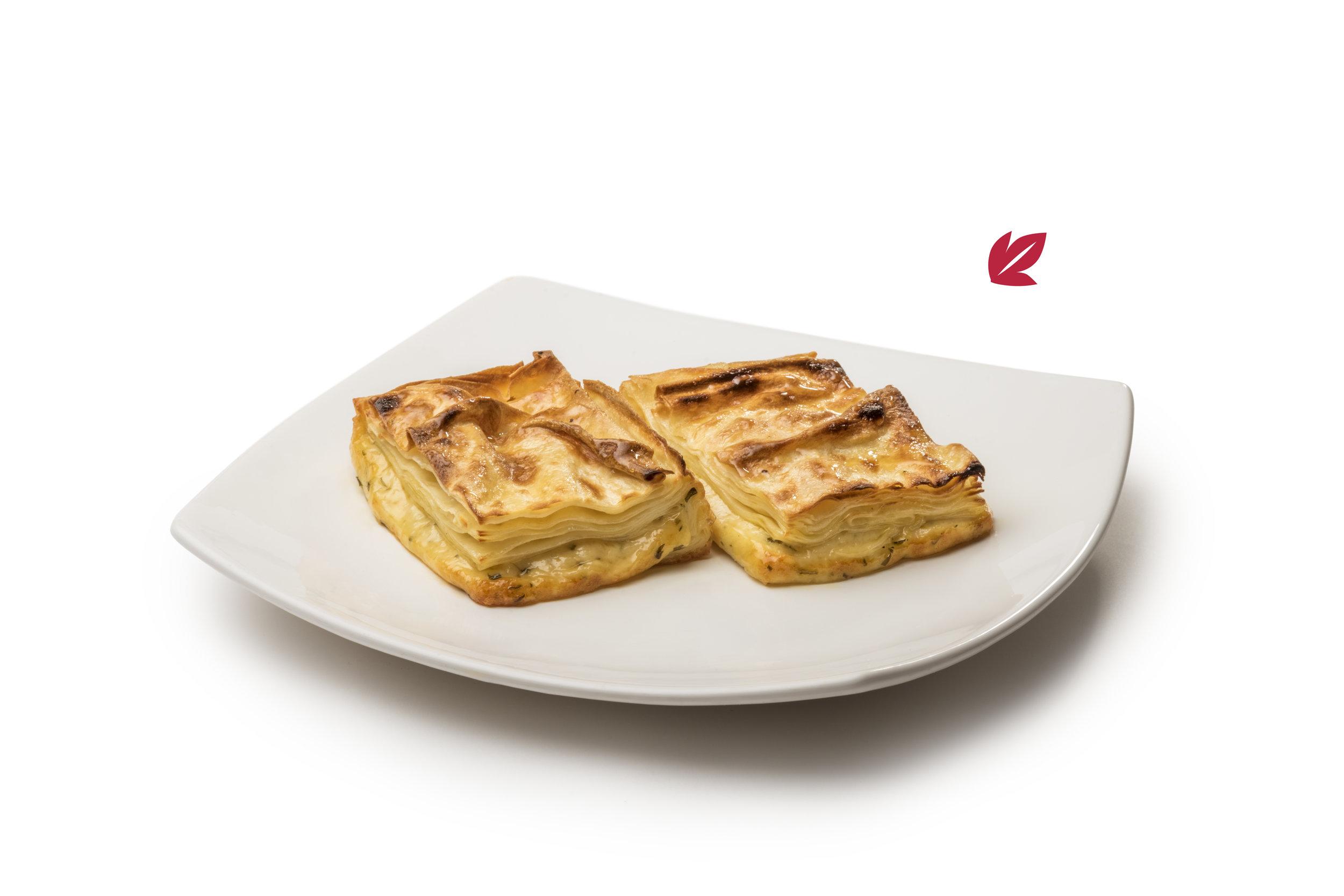 Boerek - Torta tipo lasagna, varias capas finas de masa al agua rellena de queso.$340