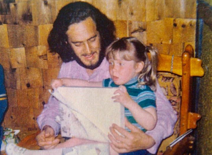 Mon papa et moi à mon cinquième anniversaire je crois.jpg