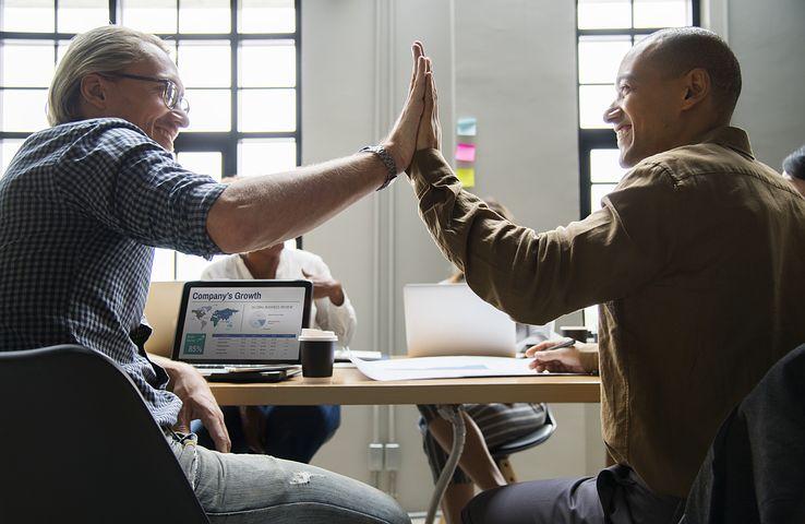 Votre entreprise et son histoire - Pour vos récits d'entreprise et autres contenus rédactionnels corporatifs, parlez à un conseiller de notre équipe.