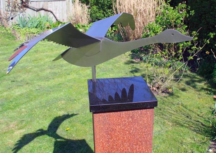 Jeroen Stok, Swan Sculpture,  Memor  abel