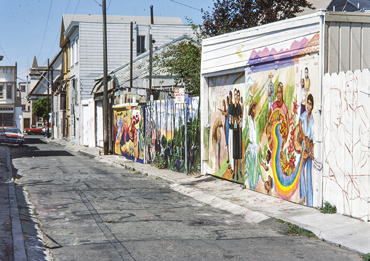 Placa Murals, Balmy Alley   Photo © Tim Drescher