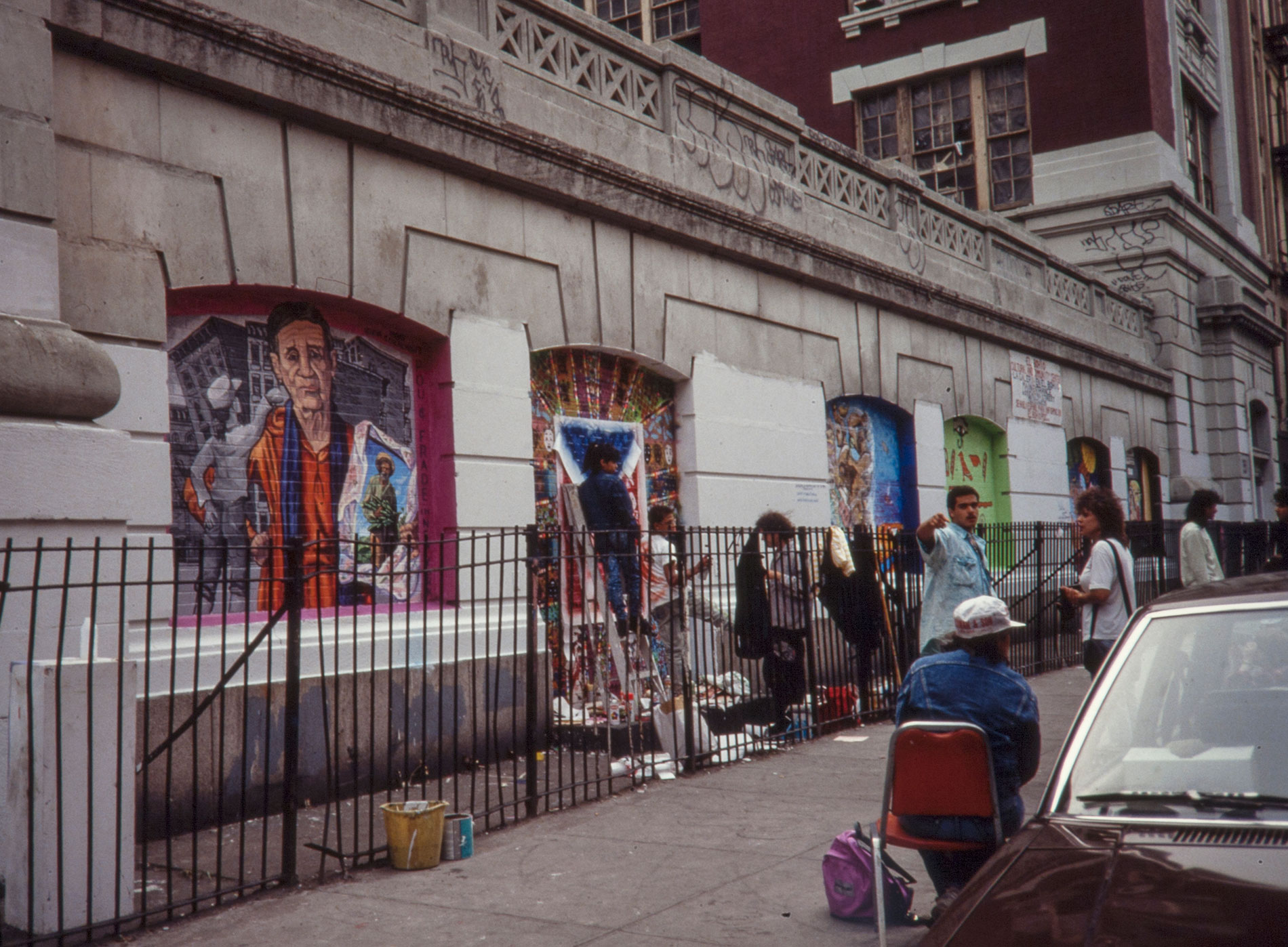 Street view of El Bohio Murals   Photo © Tim Drescher
