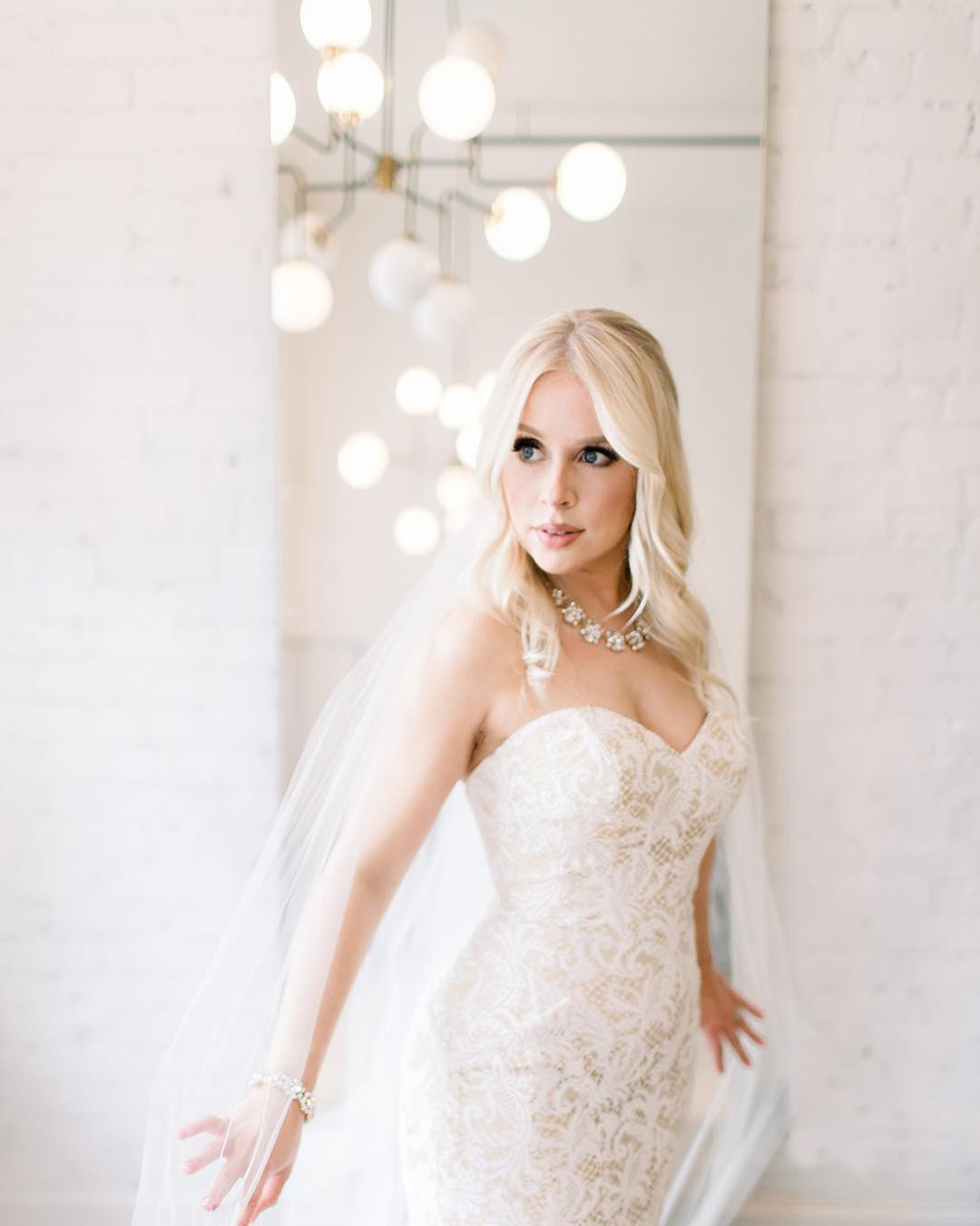 PRIVATE RENTAL - Rent Our salon for you and your bridal party. This private space offers a bright beautiful environment plus a glam team that can take care of all your hair/makeup needs!$100 per hour + services(3hrs minimum)*additional food/beverages available upon request