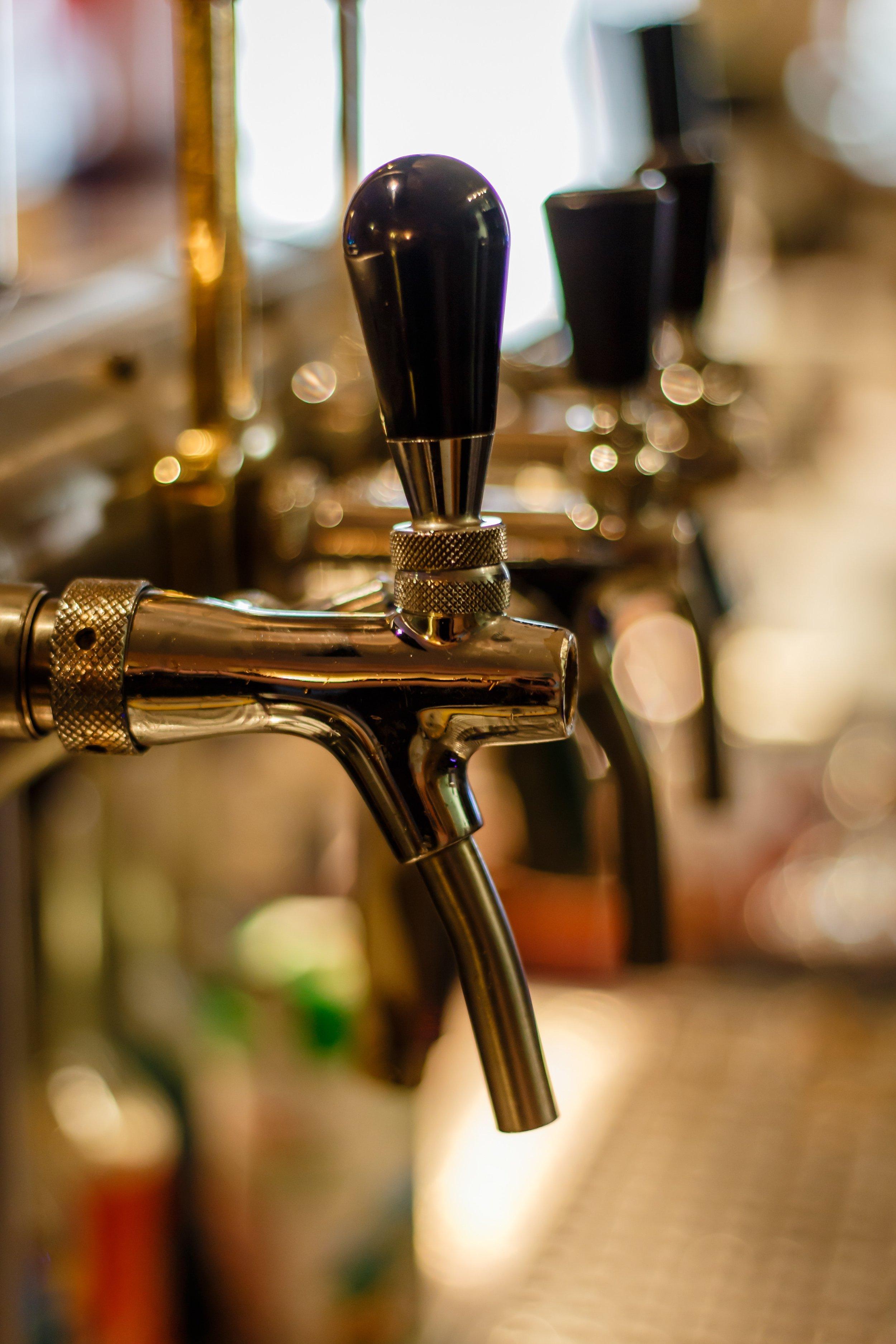 bar-bartender-beer-221029.jpg