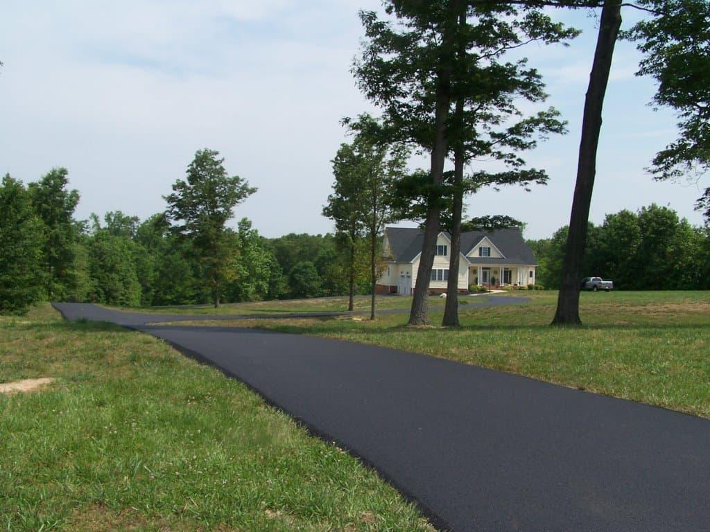 Asphalt-Driveway52814-b (1).jpg