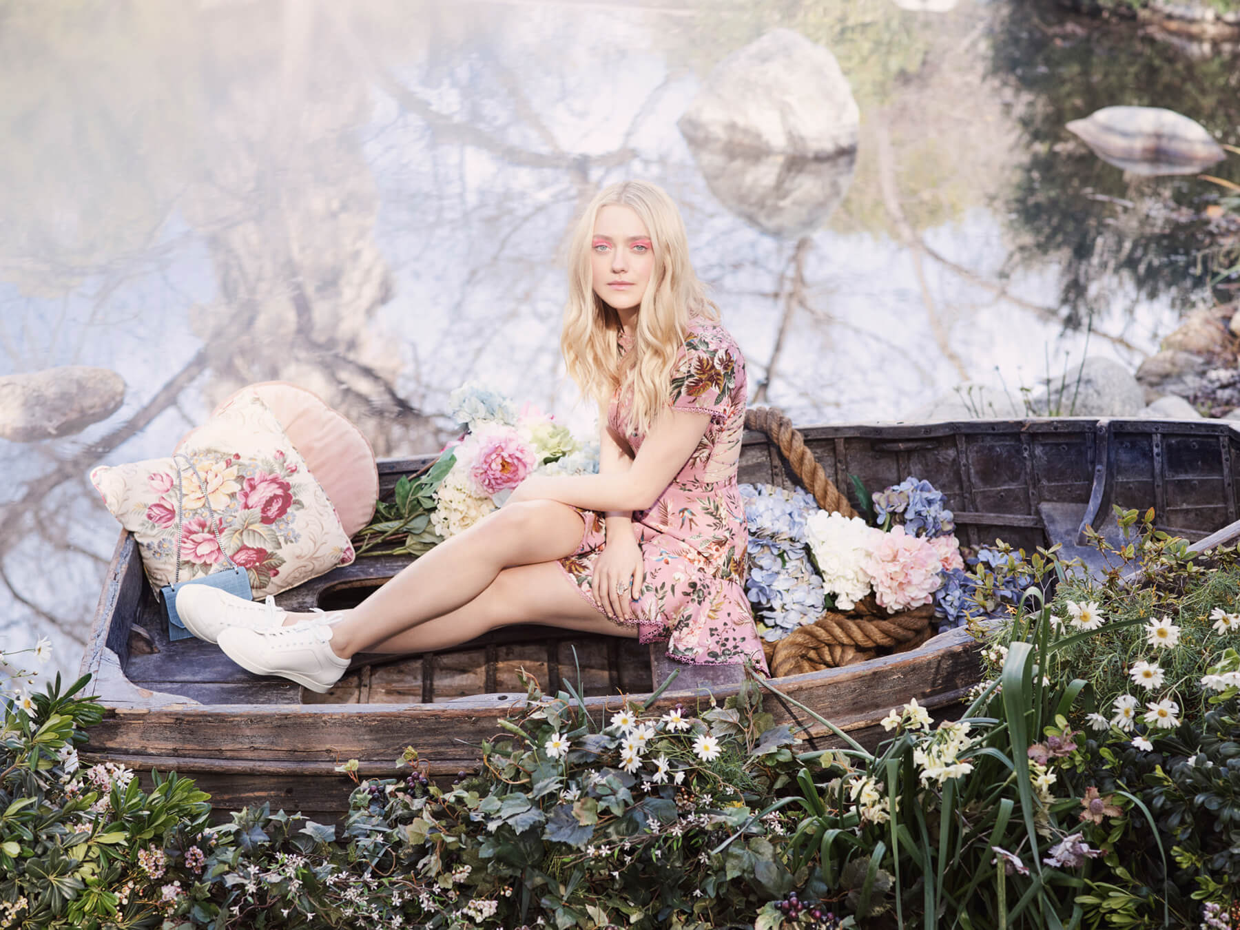 JIMMY CHOO SS17 STYLE DIARY DAKOTA FANNING WEARING THE MIAMI TRAINER AND THE FINLEY BAG (2)_preview.jpeg