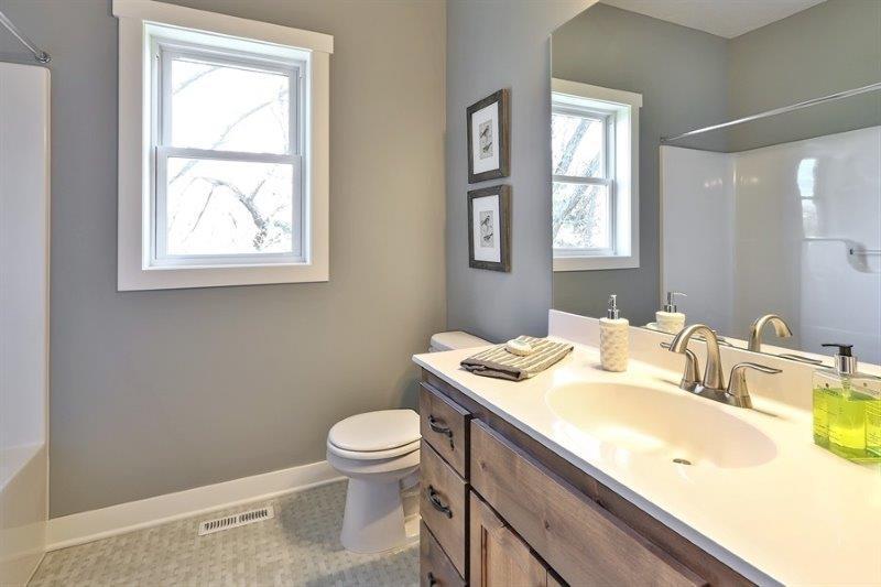 Bathroom Tiffany.jpg