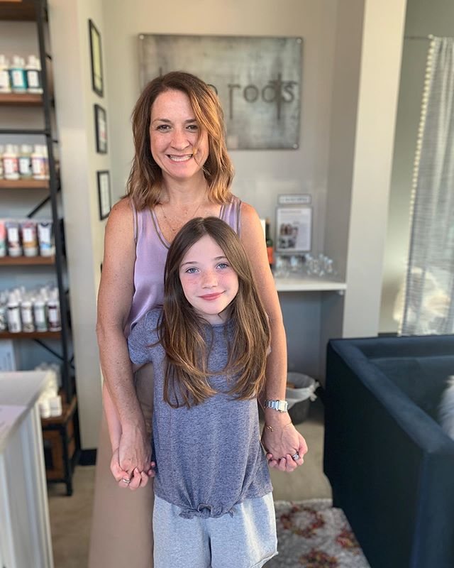 Always happy to see my fam at work!! My niece has the BEST HAIR! #sounfair #backtoschoolhair #silversisters #simplymandy