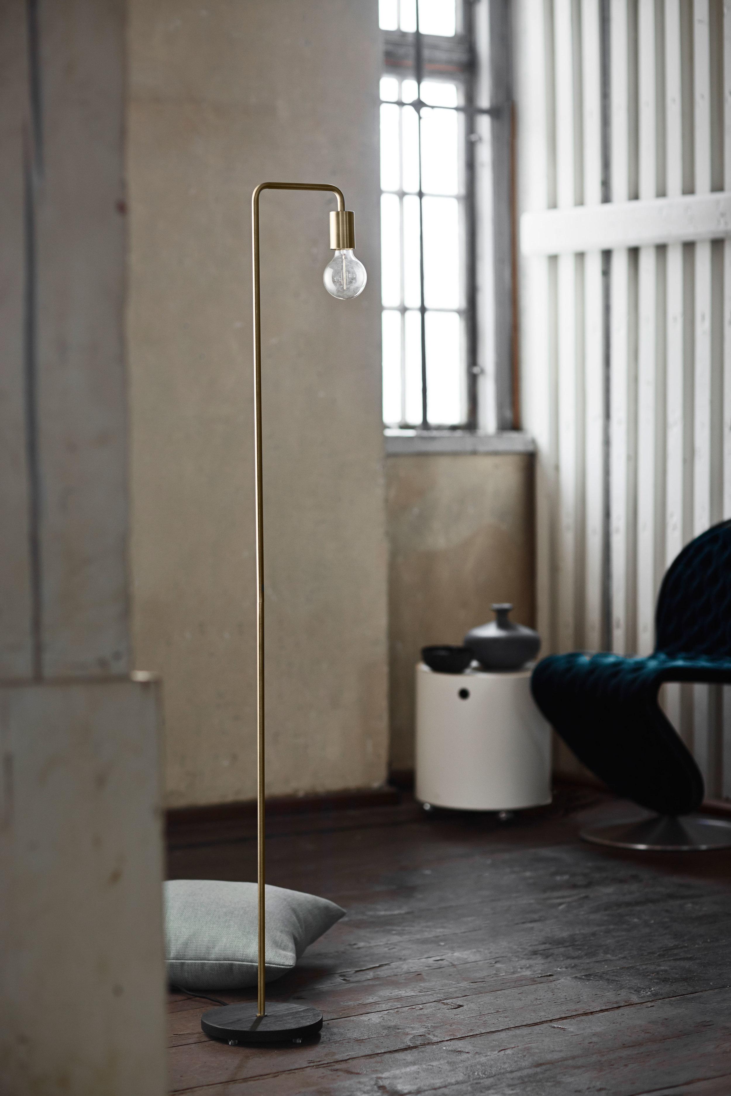Metal floor lamp. Dimensions: H153 cm | Base: ø22 cm Variants: Brass | Black | Copper Designer: Frandsen Design Studio    MORE