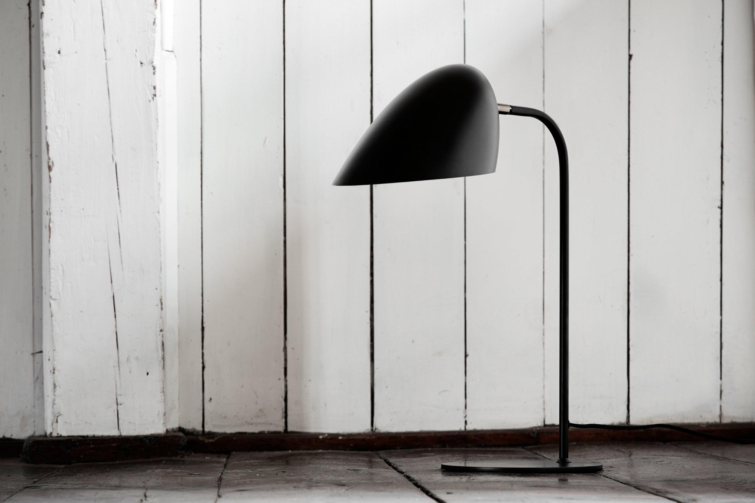 Metal table lamp. Dimensions: H50 cm Variants: Black Designer: Frandsen Design Studio    MORE