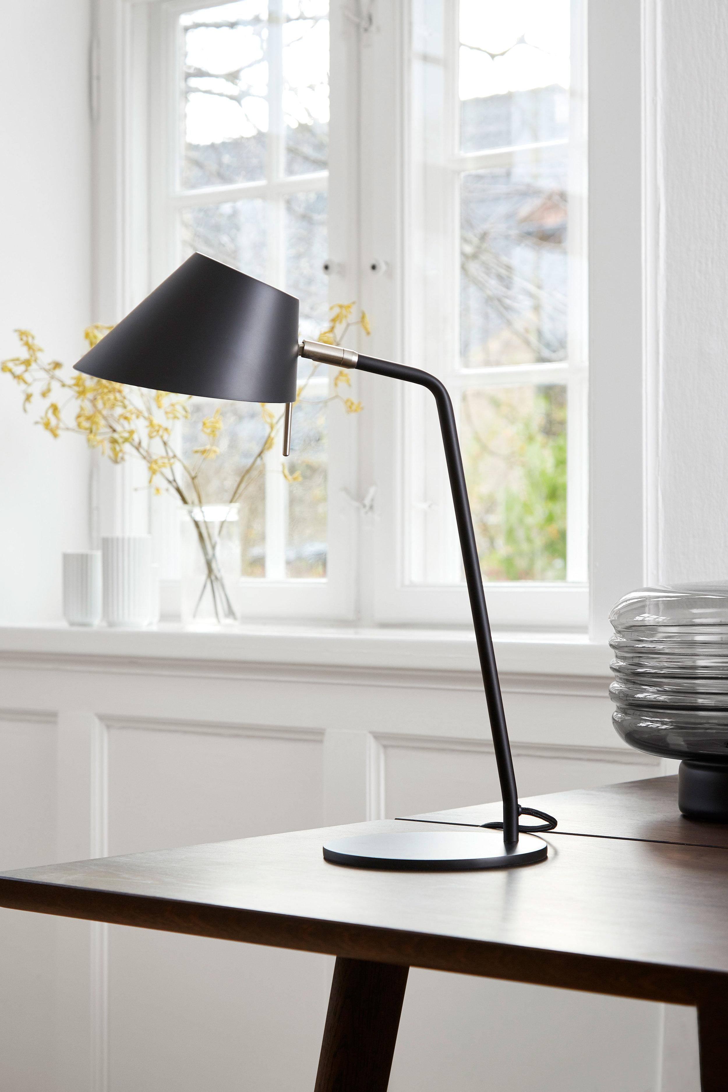 Metal table lamp. Dimensions: H50 cm | ø18 cm Variants: Black Designer: Frandsen Design Studio    MORE
