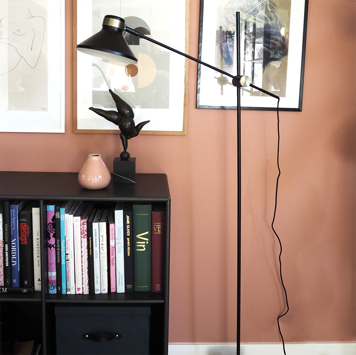 MR floor lamp black antique brass - lifestyle HM 3275.jpg