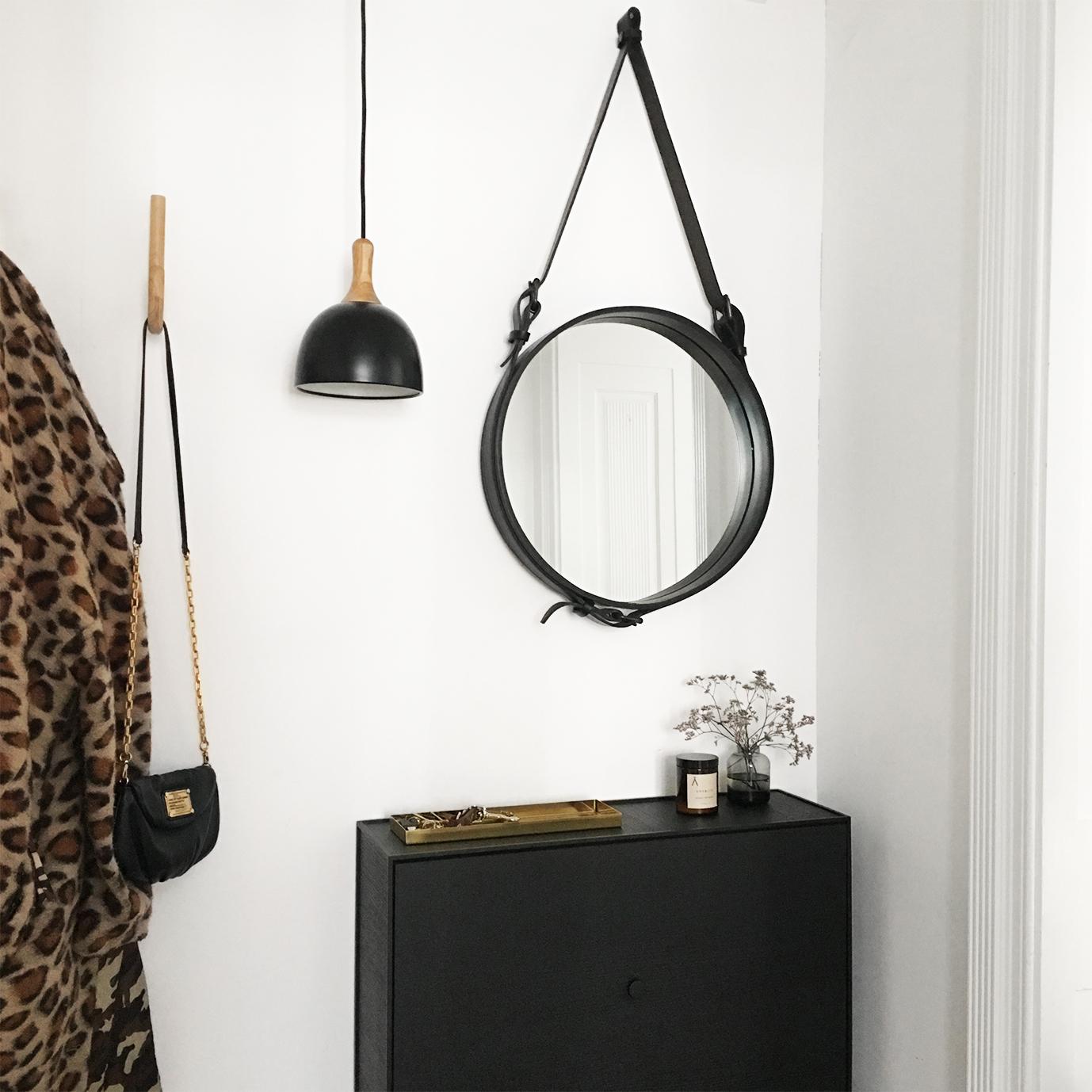 Topp pendant 17.6 cm black matt oak fixture - lifestyle HM 1399.jpg