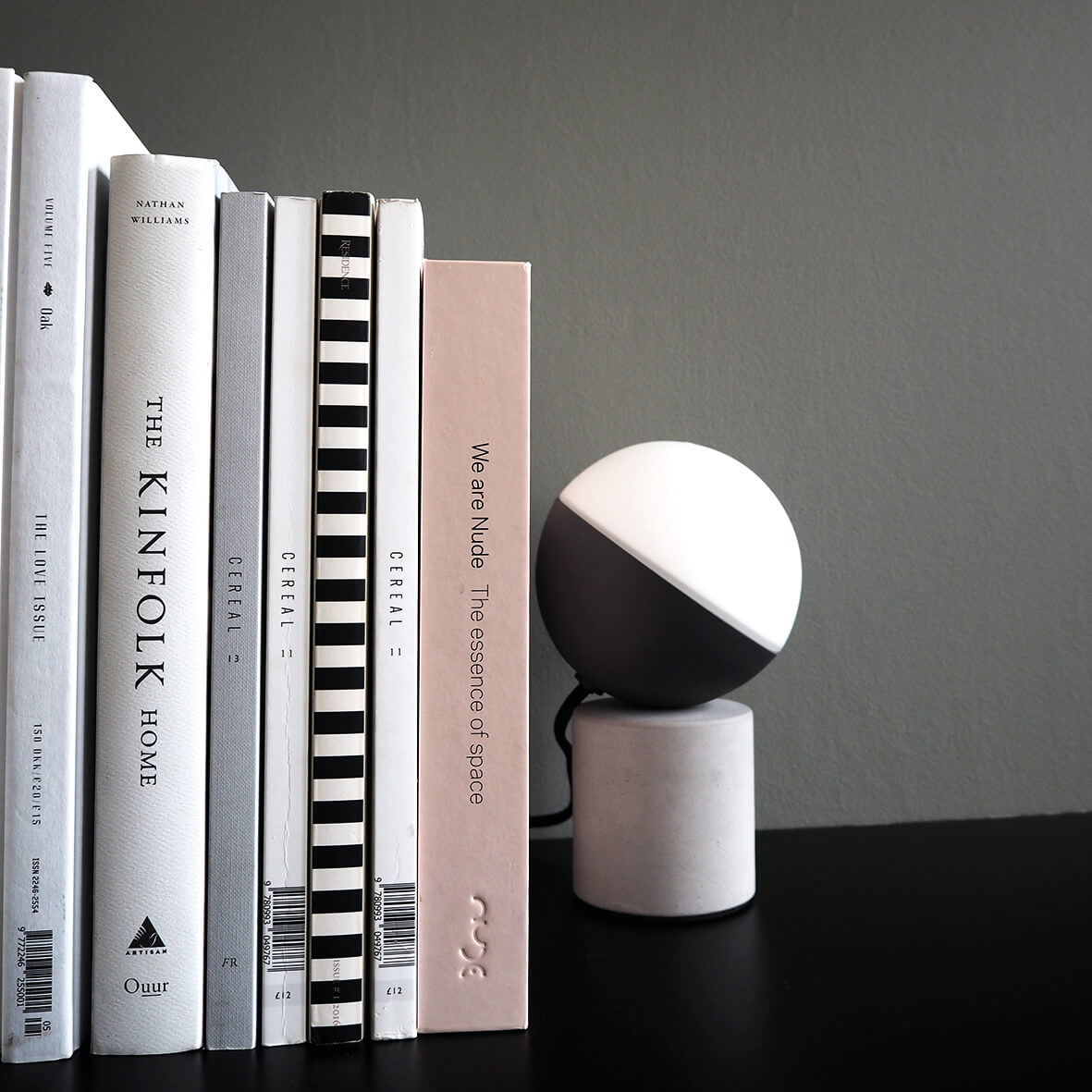 Fabian Mini table lamp concrete - lifestyle HM.jpg