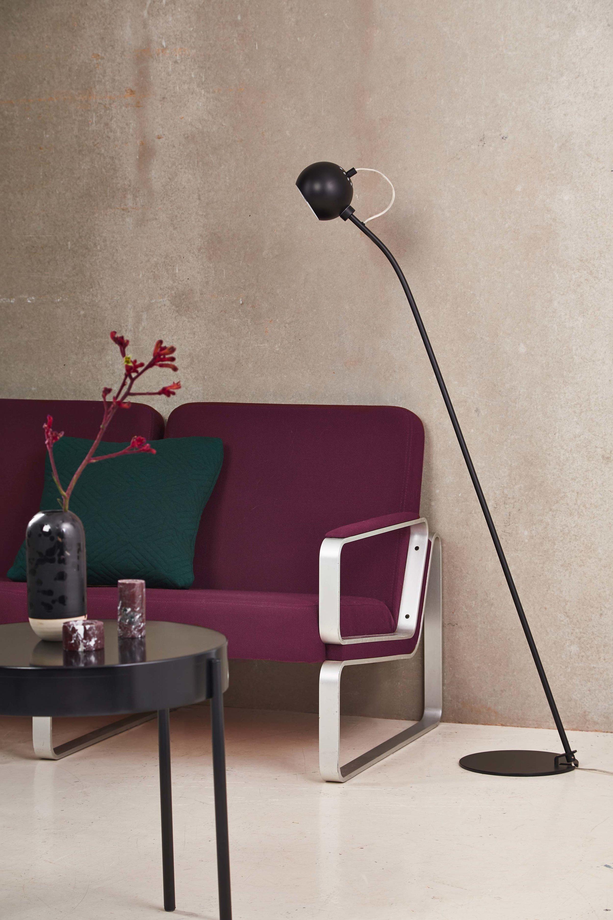 Ball-floor-lamp-black-matt---lifestyle-Studio-Horsens-3070.jpg