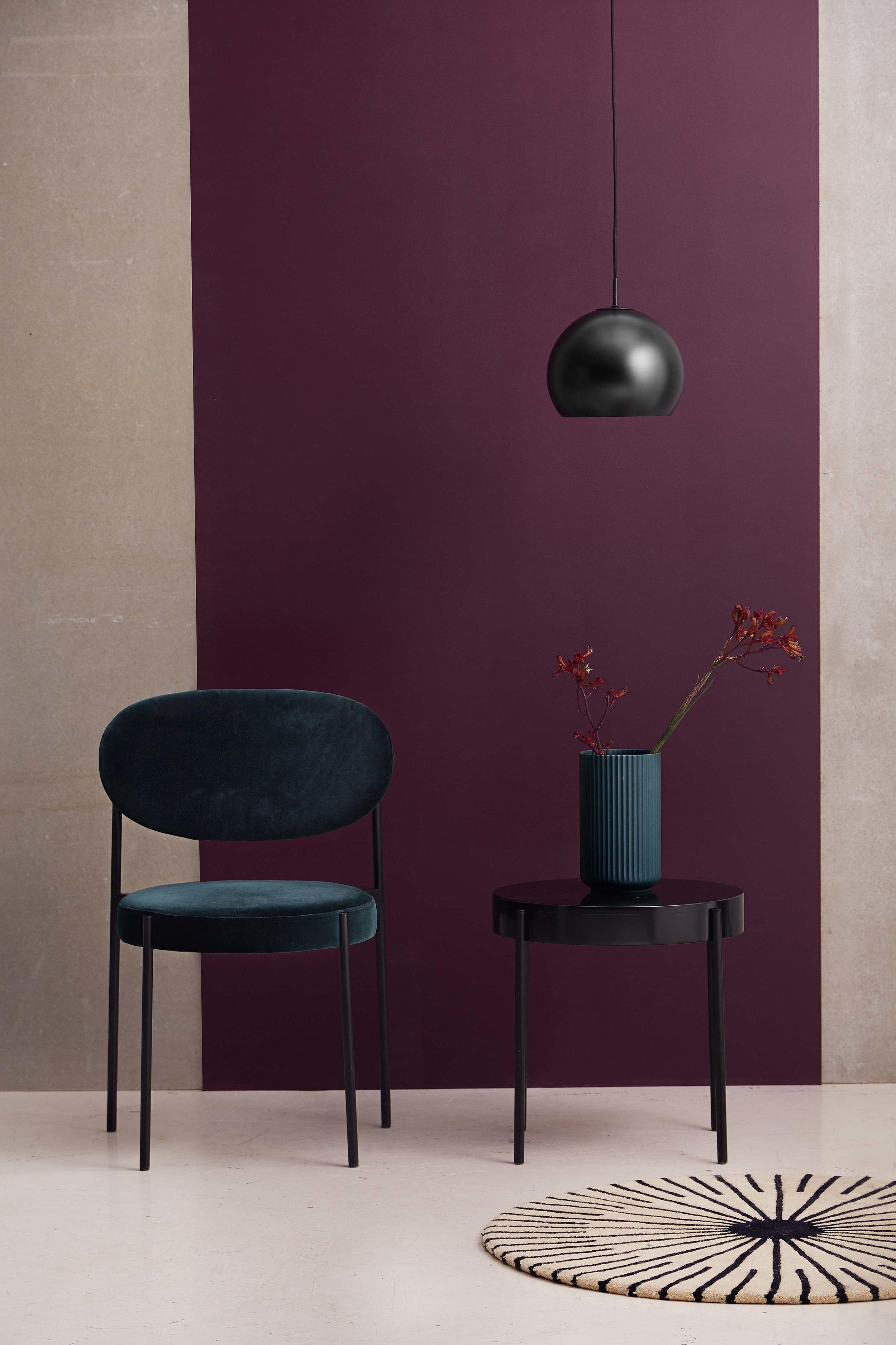 Ball-pendant-25-cm-black-matt---lifestyle-studio-Horsens-1370.jpg