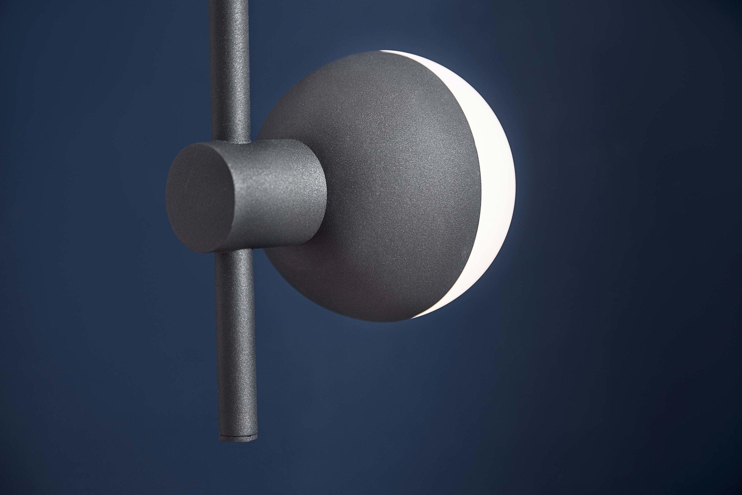 Fabian-chandelier-vertical-structure-black---lifestyle-closeup-Horsens-studio-1507.jpg