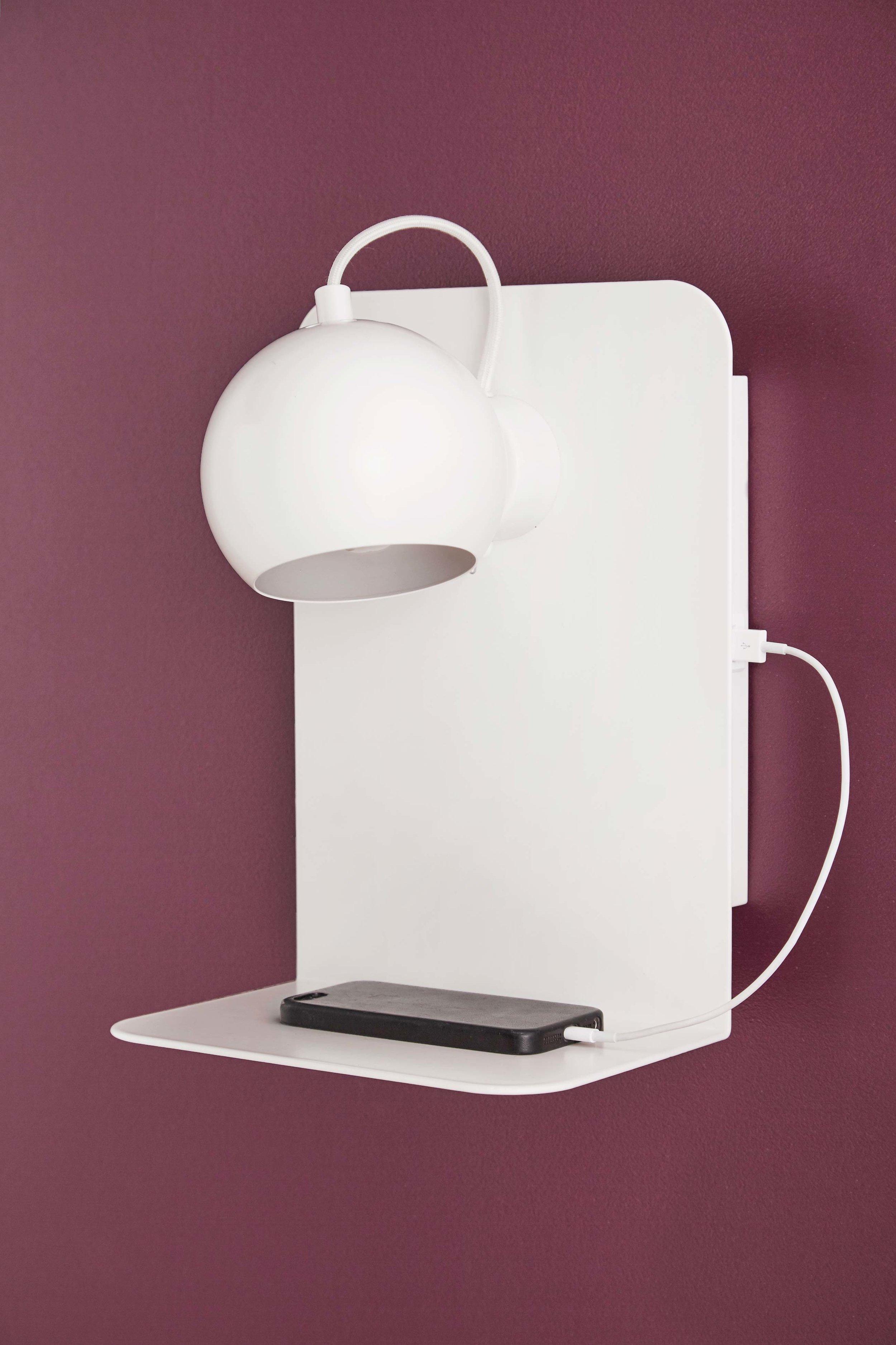 Ball-USB-wall-lamp-white-matt---lifestyle-Studio-Horsens-4016_V1.jpg
