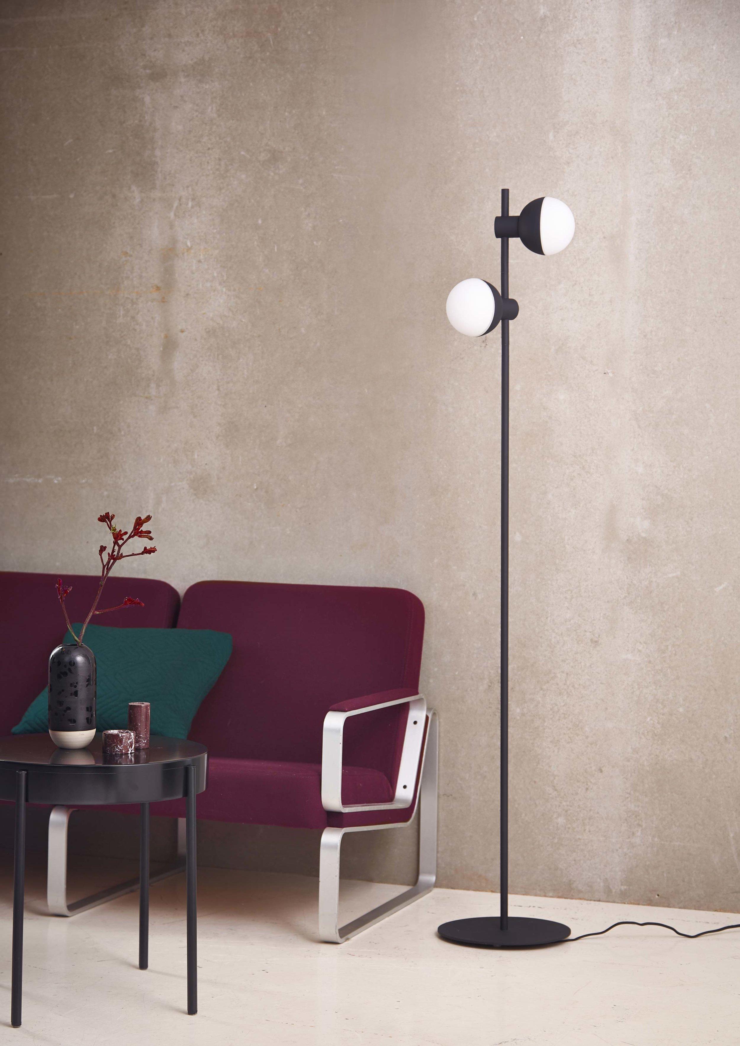 Fabian-floor-lamp-structure-black---lifestyle-Horsens-studio-3505.jpg