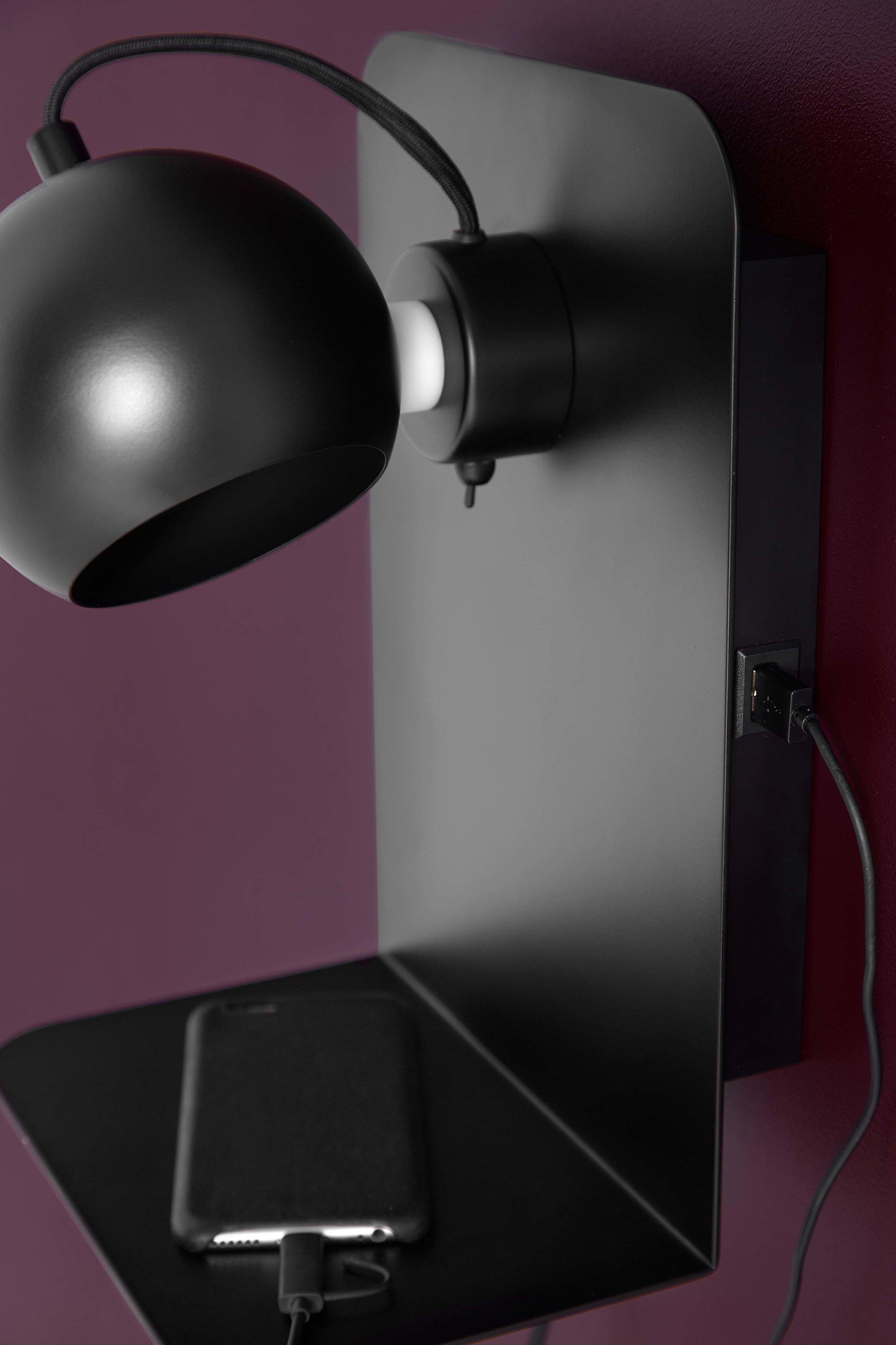Ball-USB-wall-lamp-black-matt---lifestyle-Studio-Horsens-4016_V1.jpg