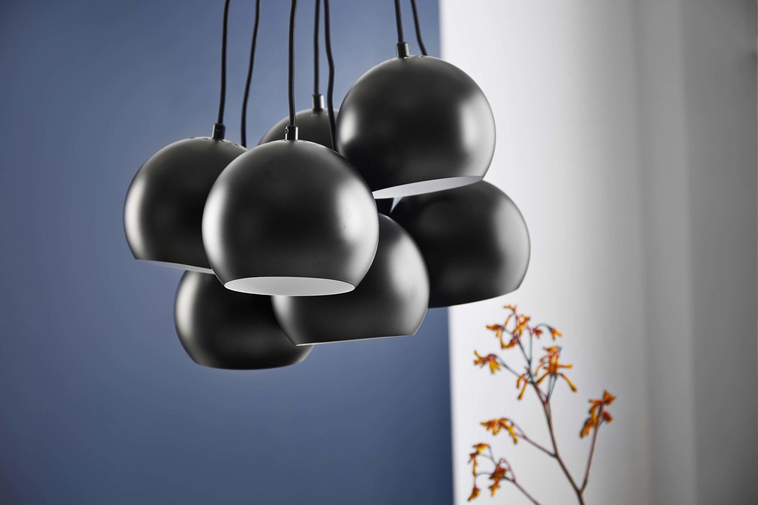 Ball-Multi-chandelier-black-matt---lifestyle-closeup-Studio-Horsens-1423.jpg