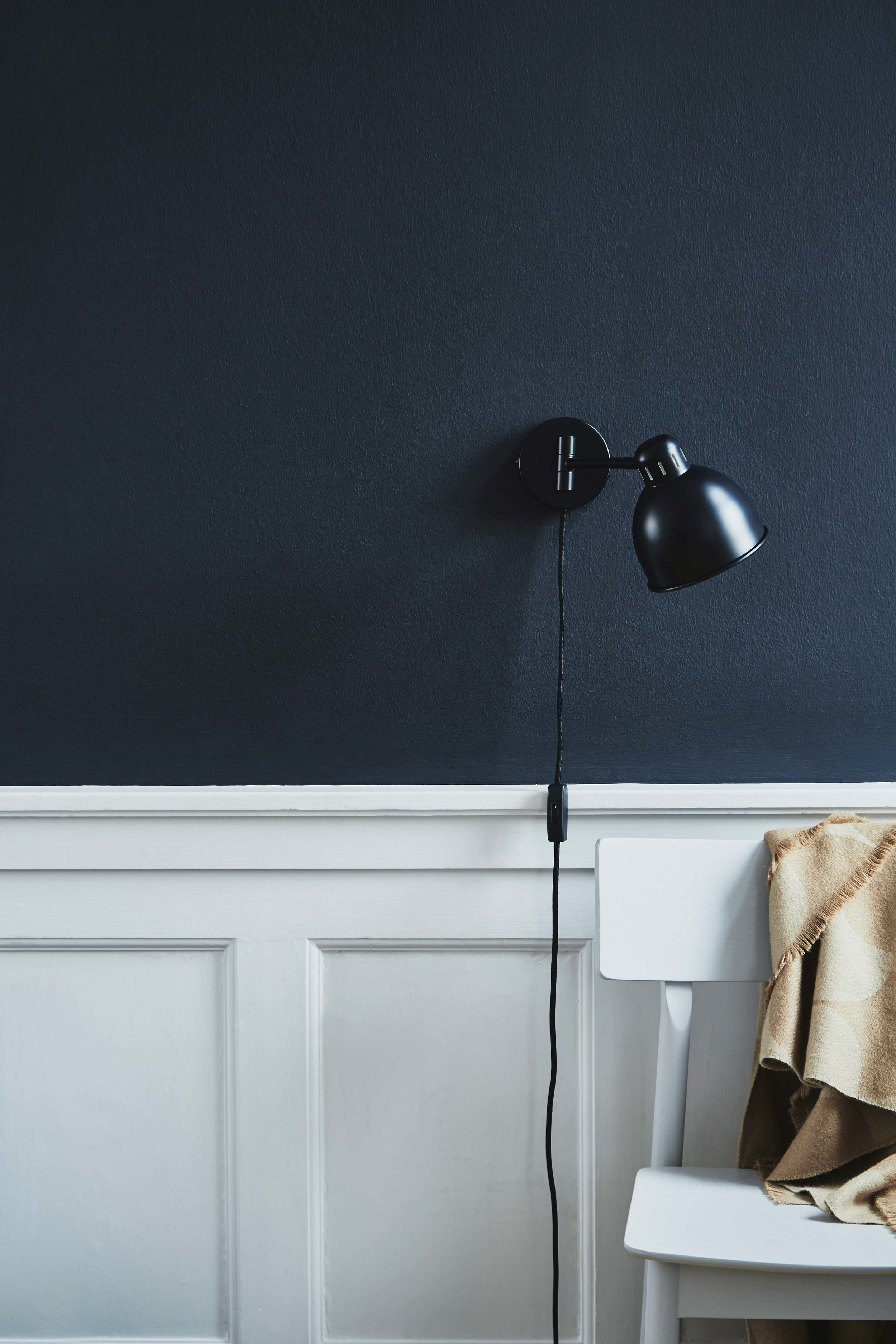 Job-Mini-wall-lamp-black-matt---lifestyle-Raadhusgade-4149_V1.jpg