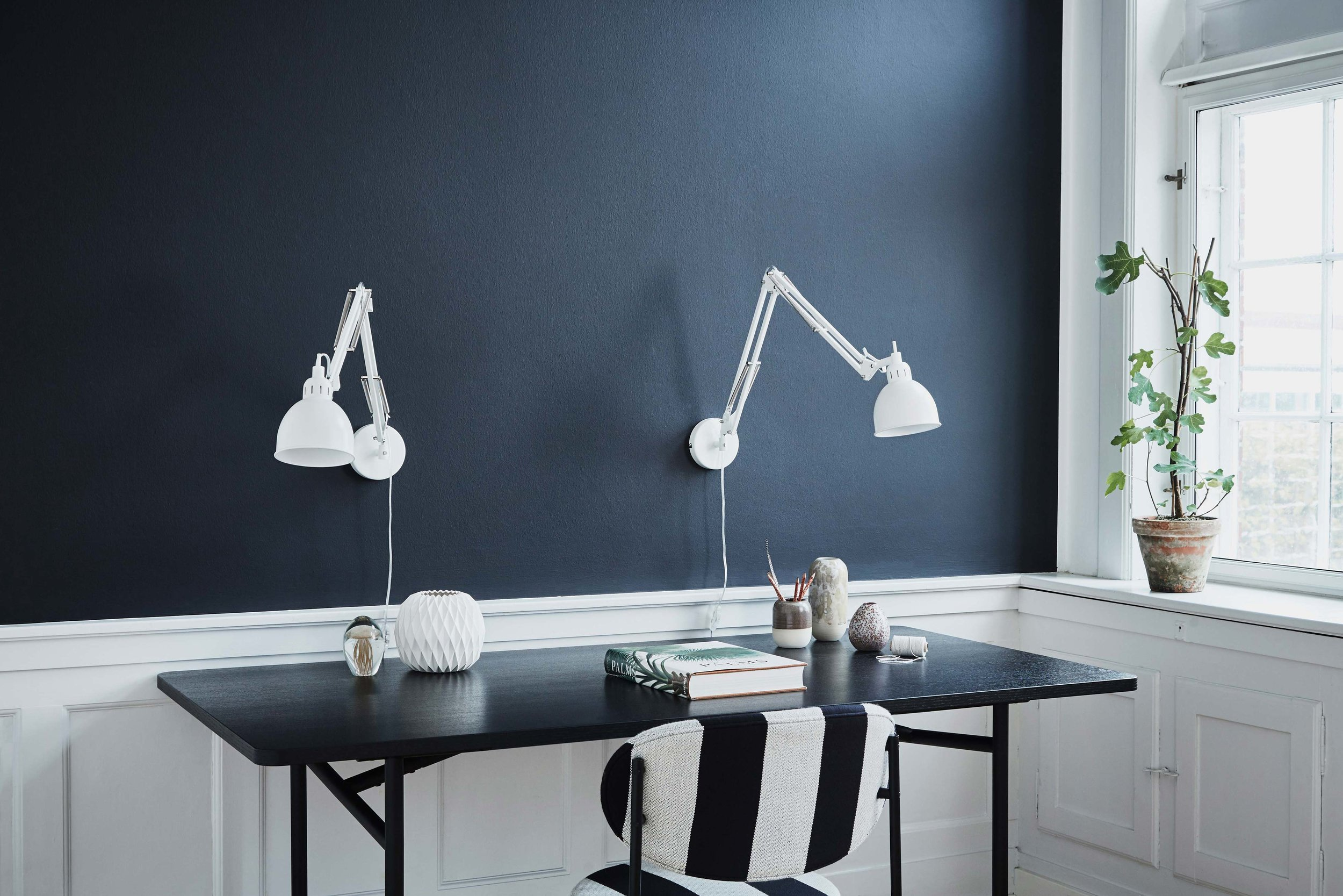 Job-wall-lamp-white-matt---lifestyle-Raadhusgade-4148.jpg