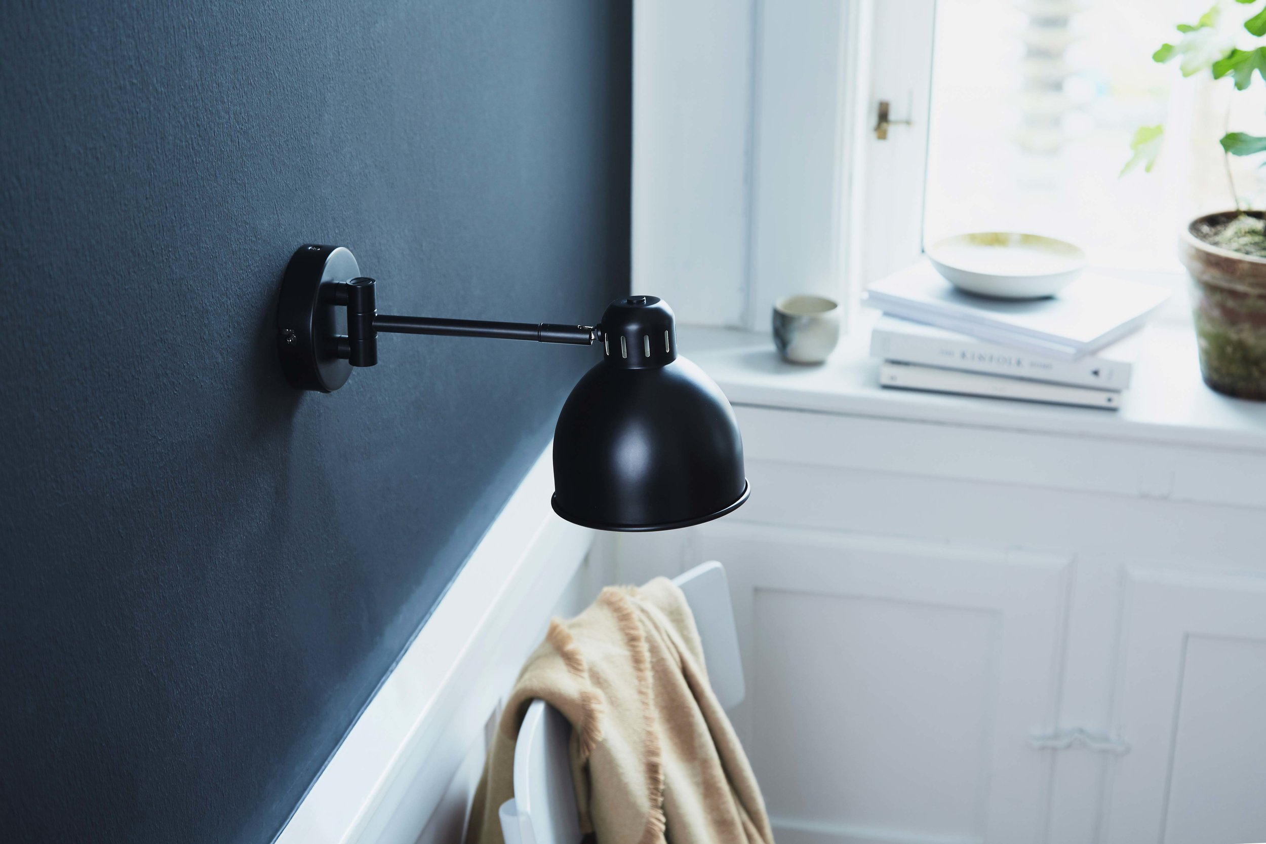 Job-Mini-wall-lamp-black-matt---lifestyle-Raadhusgade-4149.jpg