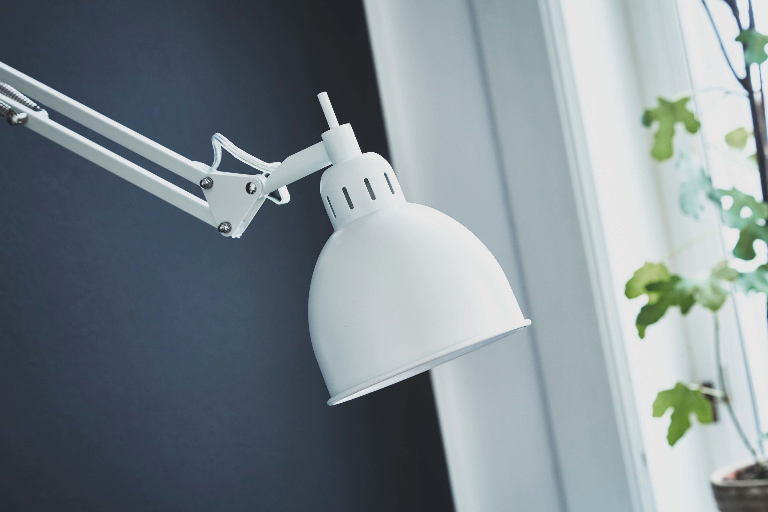 Job-wall-lamp-white-matt---lifestyle-closeup-Raadhusgade-4148.jpg
