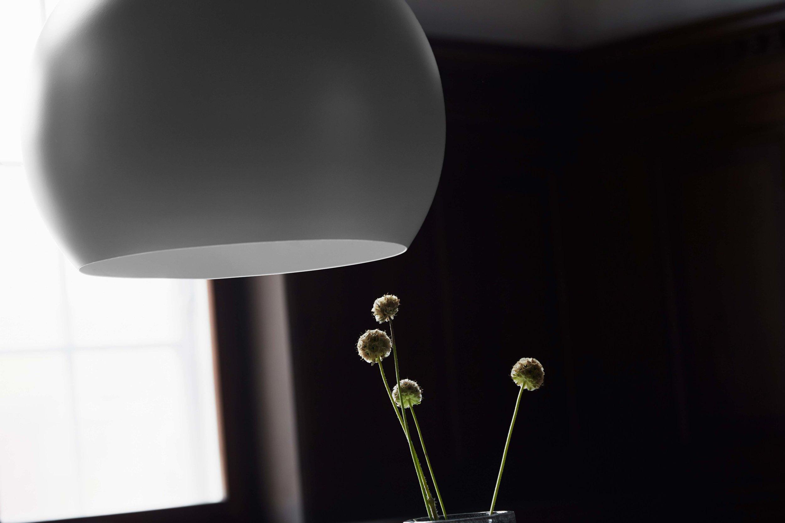 Ball-pendant-40-cm-aluminium-grey-matt---lifestyle-closeup-raadhusgade-1530.jpg